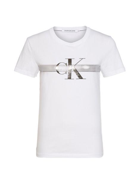 Camiseta-slim-con-logo-metalico