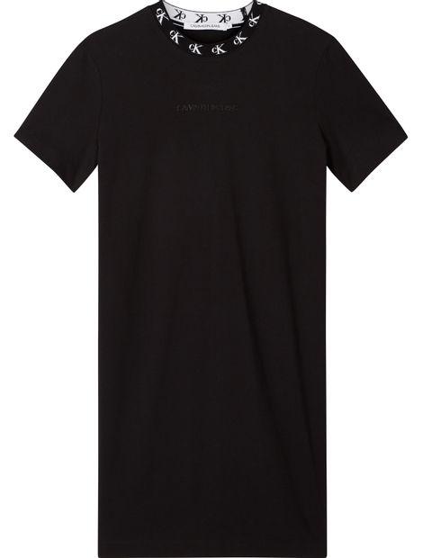 Vestido-tipo-camiseta-con-cuello-con-el-logo